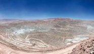 BHP entrega oferta final a trabajadores de mina de cobre Escondida en Chile
